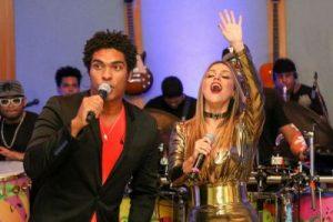 Denny e a nova cantora Foto de Magali Moraes