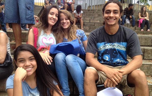 Um grupo de amigos muito sorridente para quem estava prestes a encarar cinco horas de prova