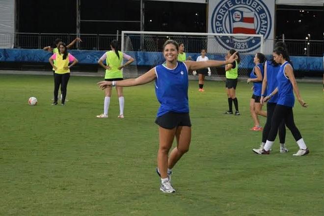 Perla integra um time de jornalistas boleiras que treina toda semana.