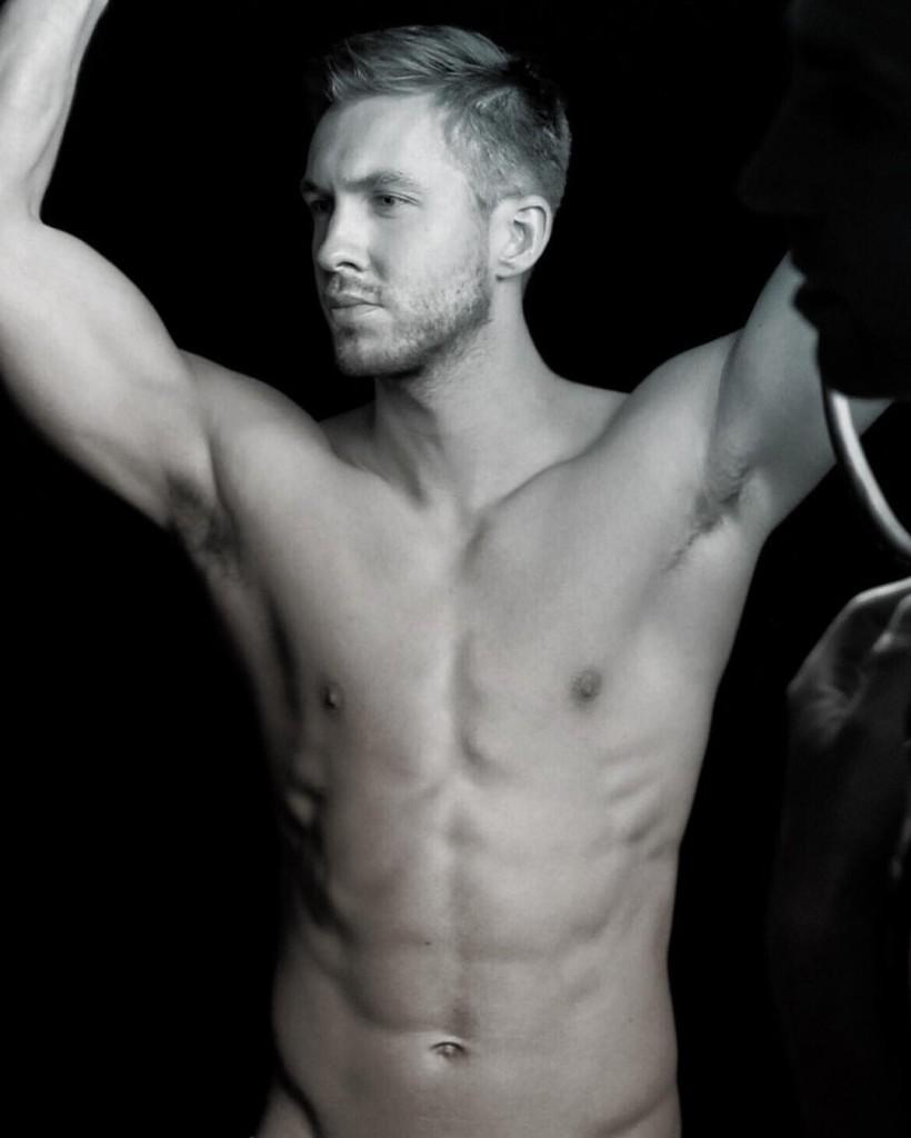 Calvin Harris sem roupa