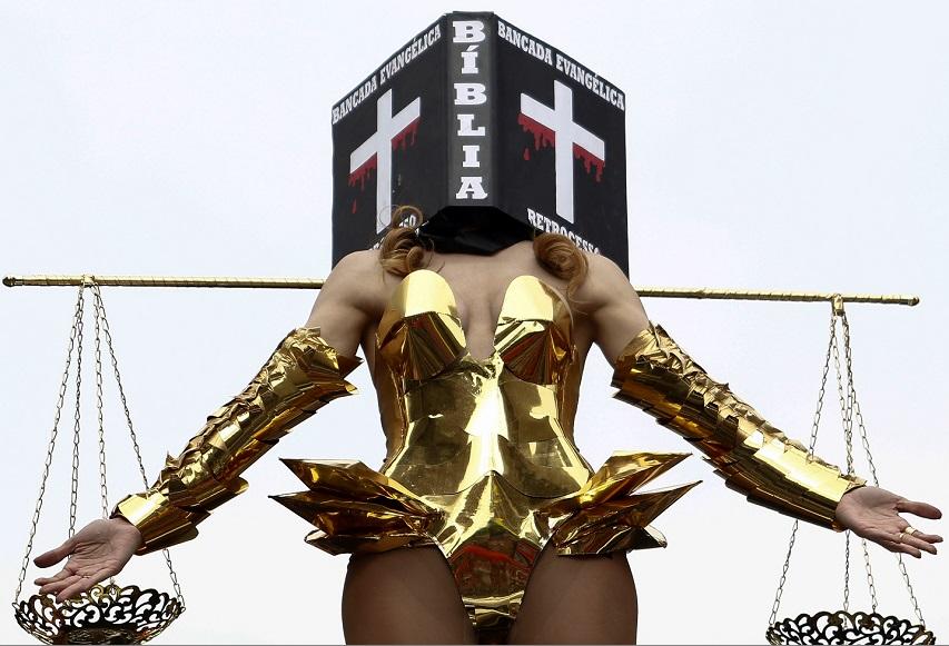 Viviany Beleboni protestou contra bancada evangélica Foto: AFP