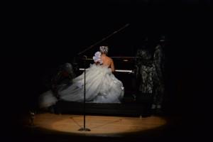 Manuela Rodrigues ahasou na apresentação